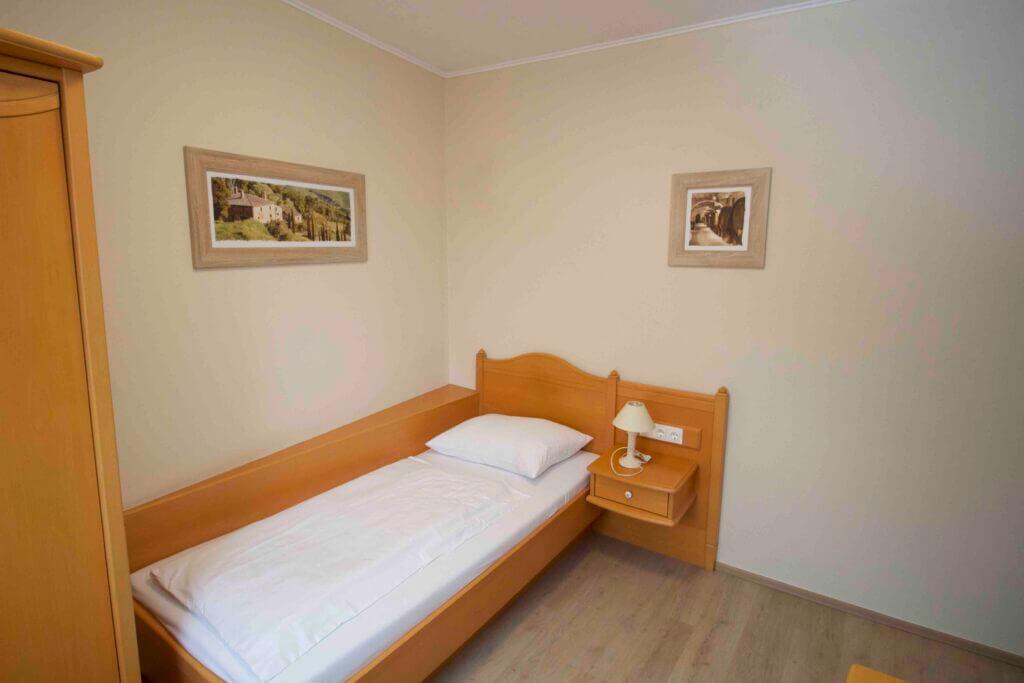 Einzelzimmer Bett Brunn am Gebirge